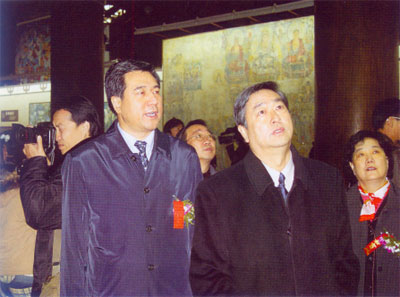 中共中央宣传部副部长李从军同志(中)现场指导工作