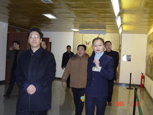 山西省副省长牛仁亮参观壁画