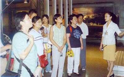 中国煤炭加工利用协会会长吕英同志在我馆指导煤炭基本陈列工作