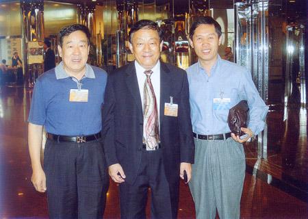 我馆党委书记、馆长康明章同志,副馆长陈胜军同志与中国自然博物馆协会理事长、国际博协执行委员李象益同志(中)在一起