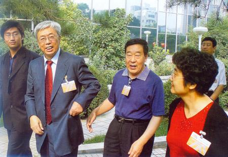在1006北京国际博物馆馆长论坛上,我馆党委书记、馆长康明章同志与中国博物馆学会理事长、国际博协中国国家委员会主席张文彬同志佐二
