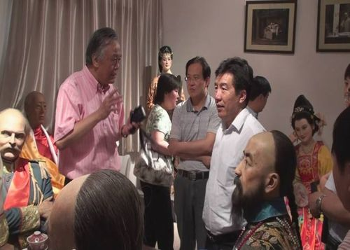 李希海馆长、胡高伟副馆长与西安超人公司邹人倜董事长交谈